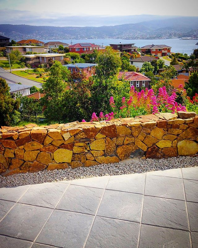 Stone wall Bellerive #vandiemenslandscapes #landscaping #landscapedesign #gardendesign