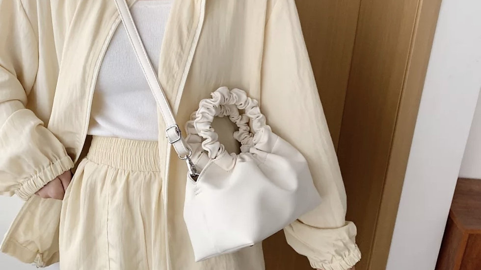 DAISIE white bag