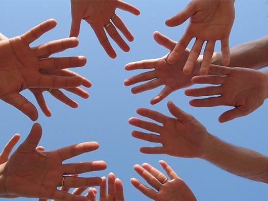 אפשר לעזור למזיעים בכפות הידיים
