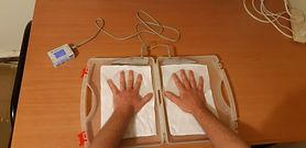 ידיים במים מבט על.jpg