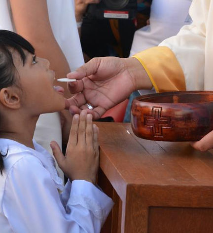 1AAAAA- receive holy communion.jpg