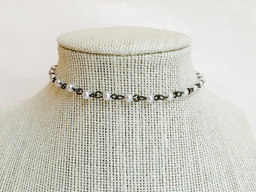 SIMPLE MOTHER OF PEARL CHOKER