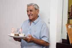 מסיבת הפתעה ליום הולדת 80