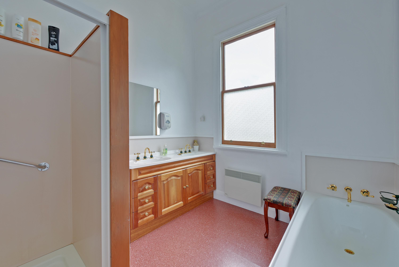 Blackwood Room Private Bathroom
