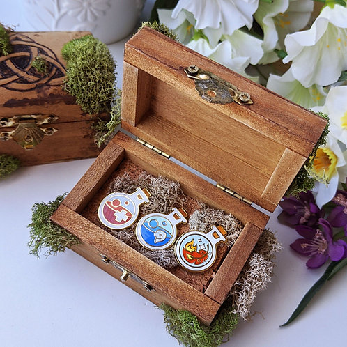 Wooden Chest with Starter Potion Bottles Pin Set
