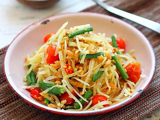 Raw Papaya & Mango Salad