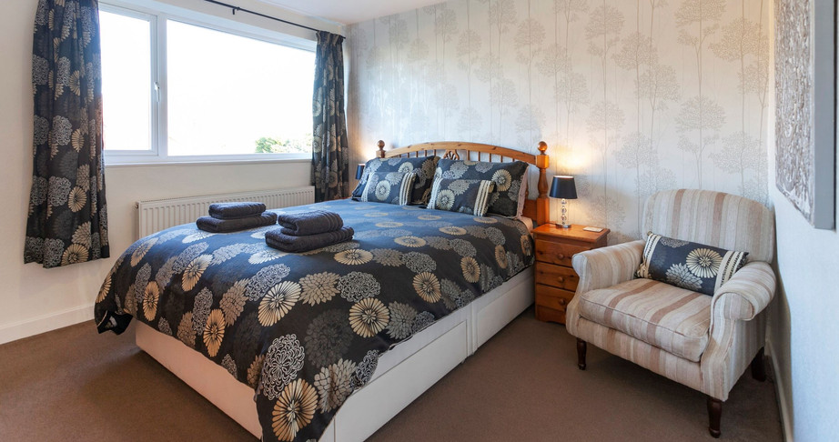 King Sized Bedroom_Cedar Place Accommodation.jpg