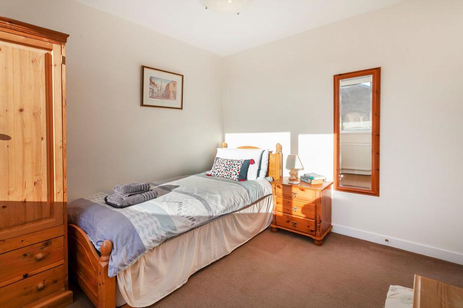 Single Bedroom_Cedar Place Accommodation.jpg