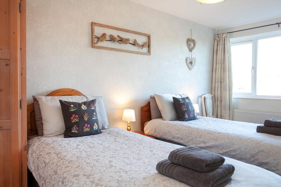 Twin Bedroom_Cedar Place Accommodation.jpg