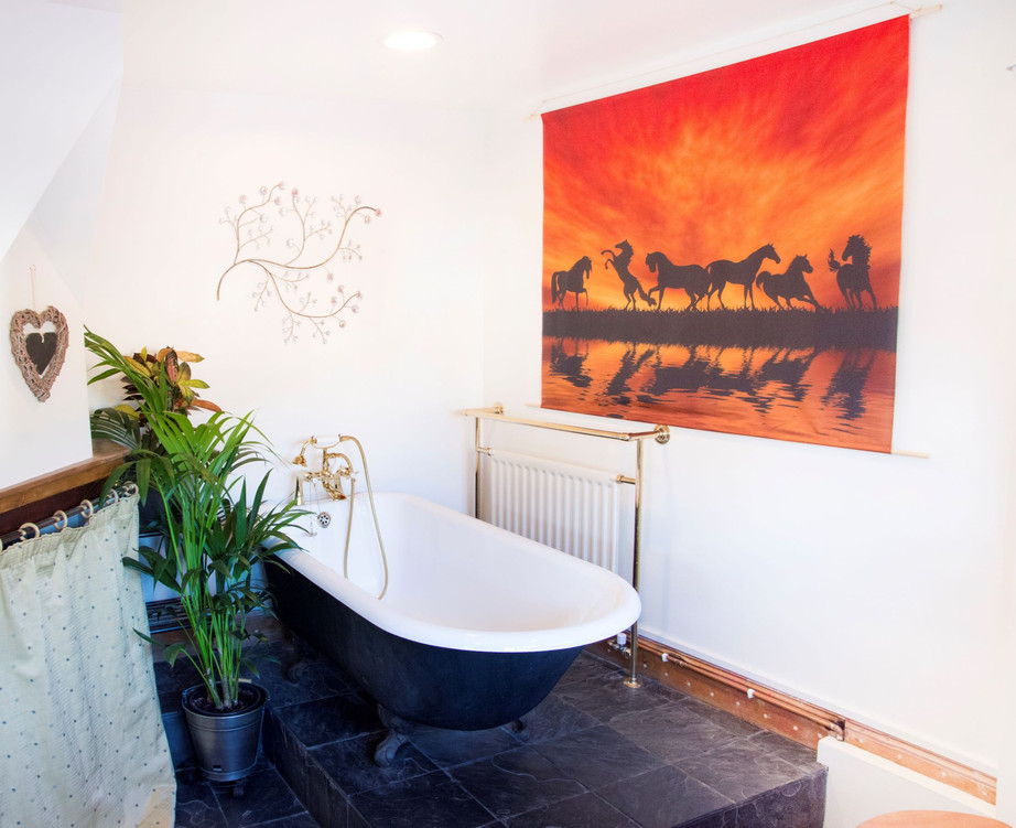 Main Bathroom_The Stables Accommodation.
