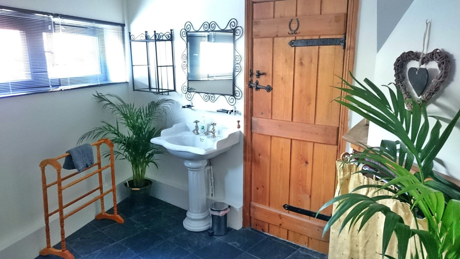 Main Bathroom_The Stables Self-catering.