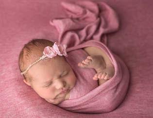 sesja z noworodkiem