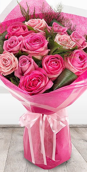 PINK FLAMINGO ROSE BOUQUET