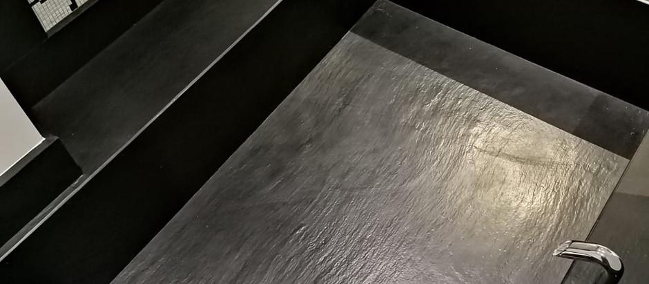 Progetto dell'ingegnere Bongiovanni di rivestimento bagno e scala a sbalza in prestigioso loft