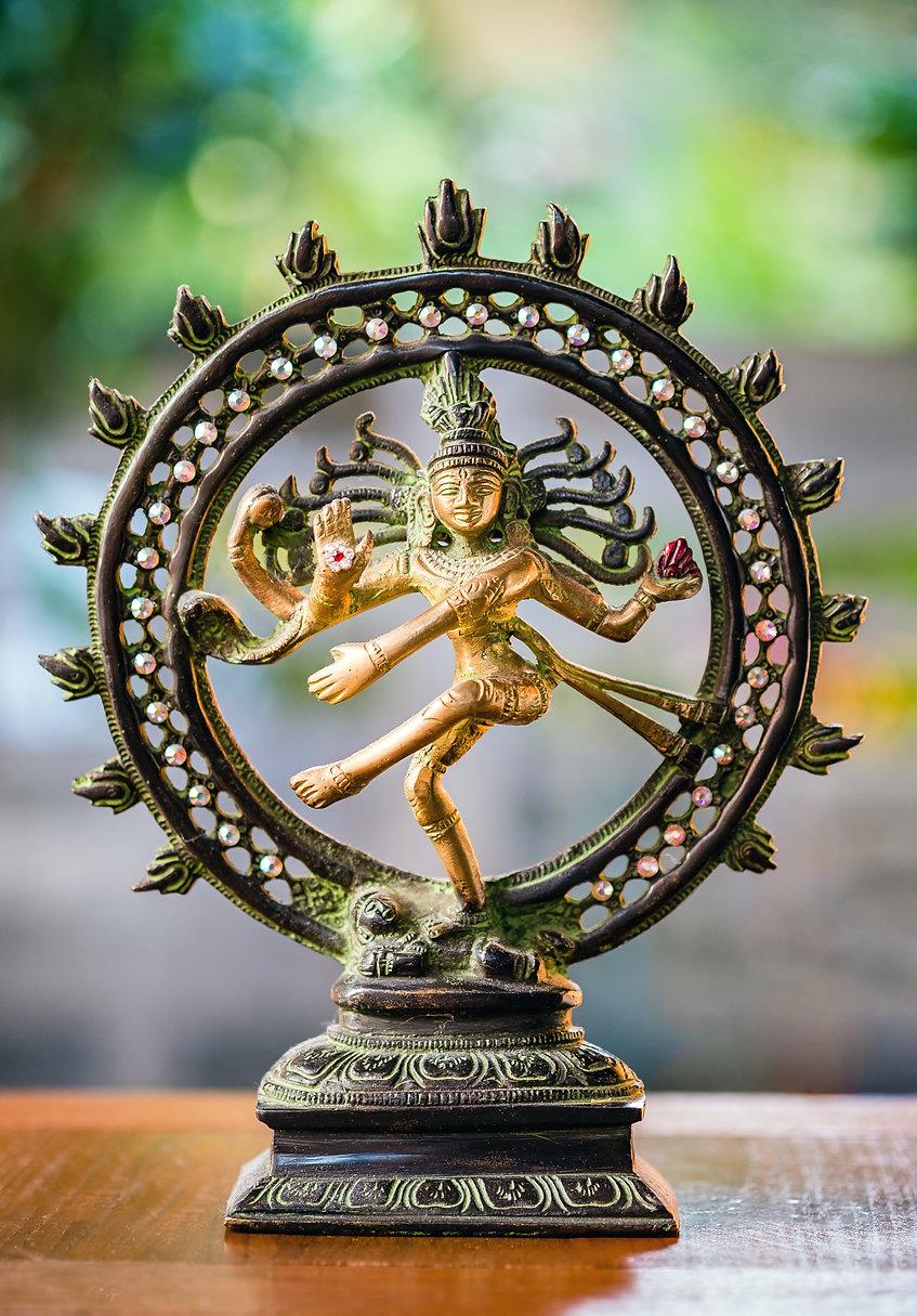 Shiva Nataraja statue on defocus/selecti