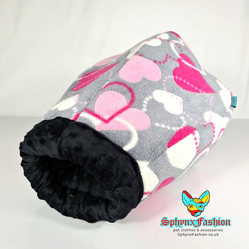 Snuggle Cocoon Black & Hearts