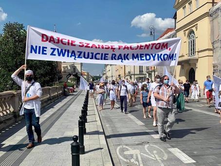 """,,Niemy protest"""" - Manifestacja Medyków Warszawa 8.08.2020"""