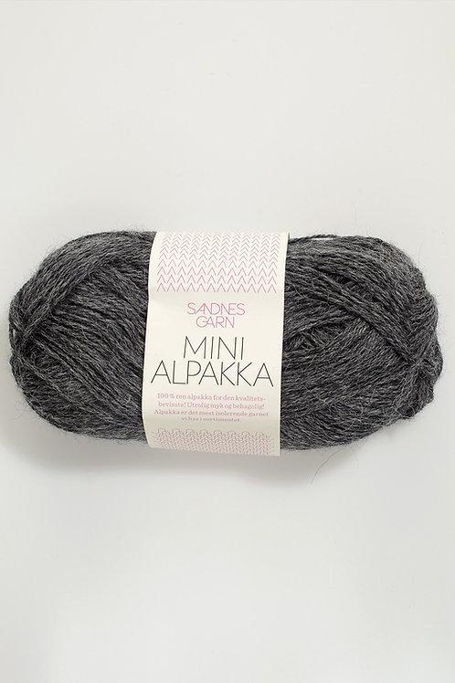 Mini Alpakka 1053 (Mörkt gråmelerad)
