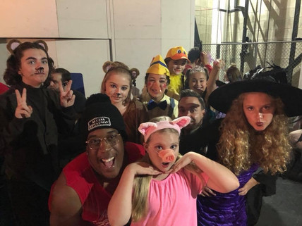 Shrek freaks about to have some crazy fun on stage!