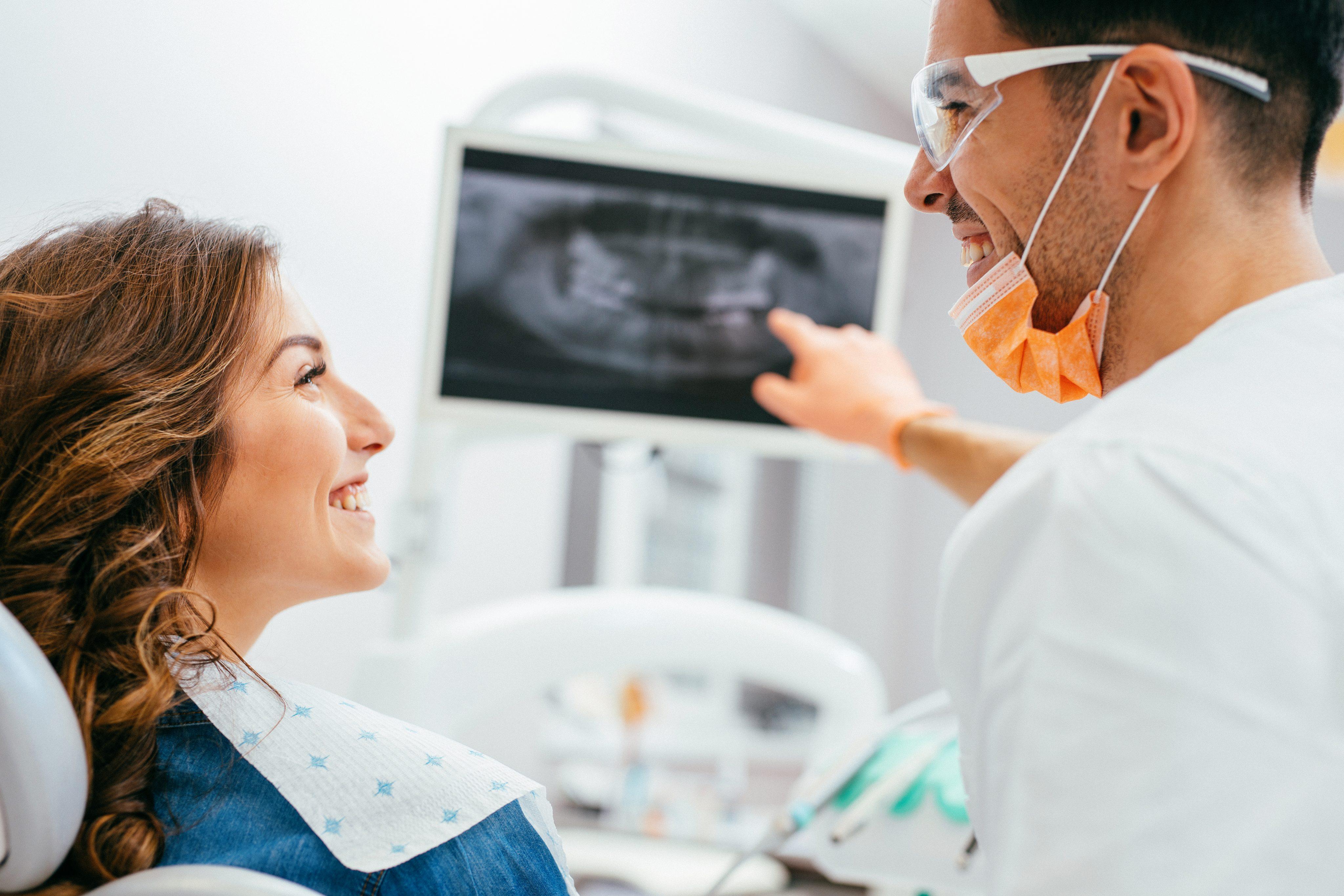 tecnico radiologista com radiografia