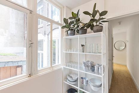 Keuken en servies bij vegaderlocatie Bloom Room