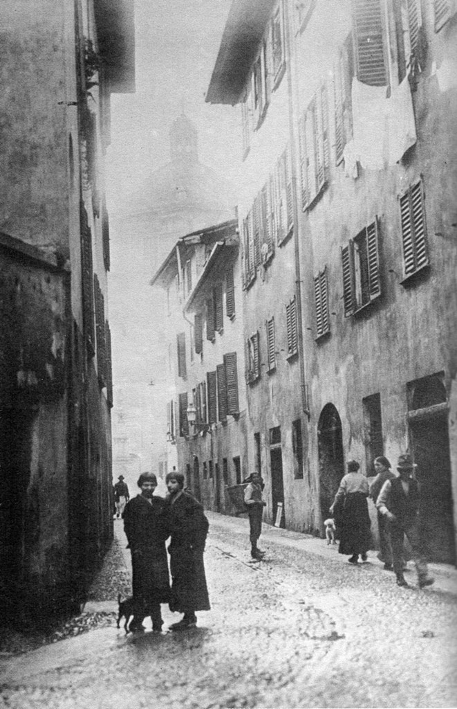 Vetraschi Alley, no longer existing today, with San Lorenzo in the background