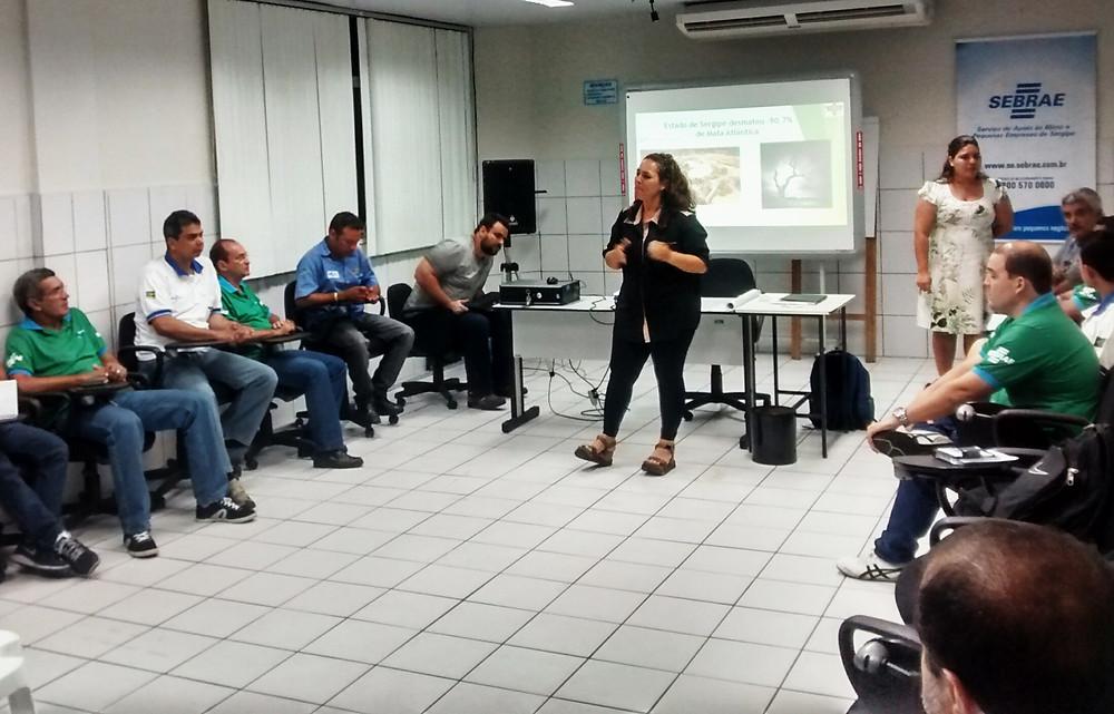 Christiane dando palestras sobre como cuidas meio ambiente