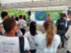 As companhias començam se tornar verdes. negocios e companhias podem crescer economicamente e sostenivelmente pelas açoes de responsabilidad social empresarial que faz com a ONG ambientialista Canto Vivo, preservando a ecologia e a natureza do Brasil