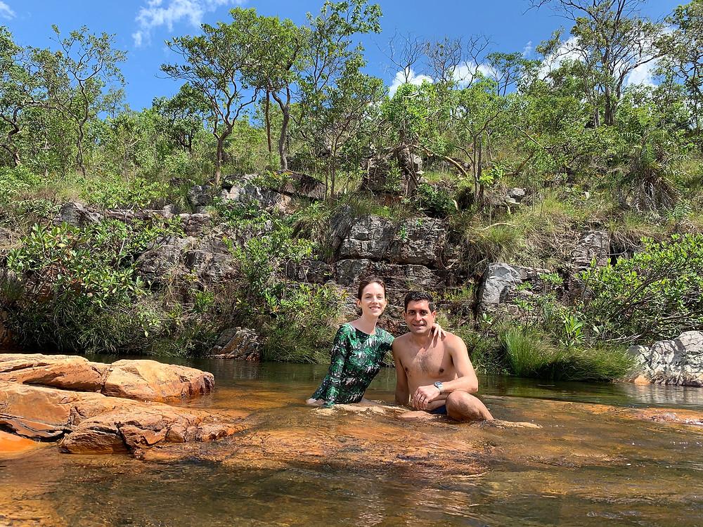 Nós nas piscinas que se formam no topo da cachoeira de almecegas