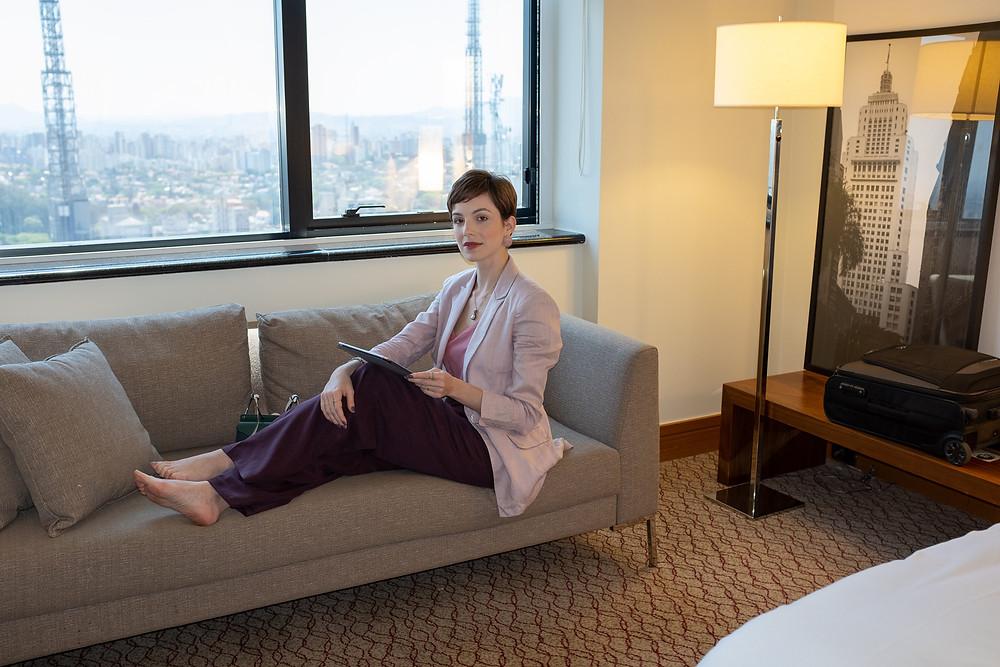 Dani Lachter no quarto do hotel renaissance em São Paulo