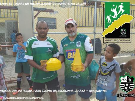 Entrega dos materiais de treino da Escolinha em Araçuai-MG