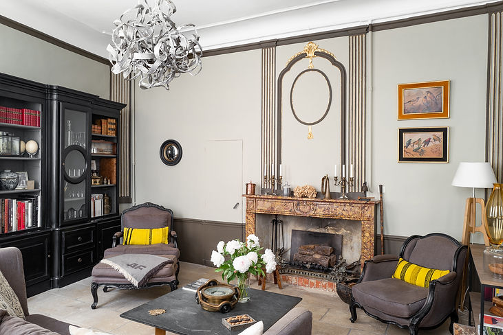 The Lounge at L'Albiousse Uzès, intimate and romantic.