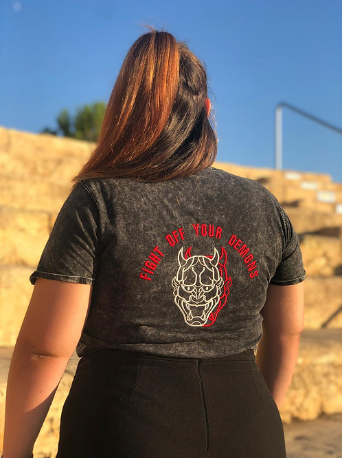 Camiseta ¨FIGHT OFF YOUR DEMONS¨