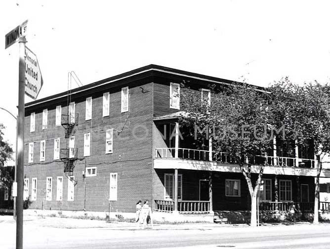The Queen's Court Hotel - 233 Regent Avenue West