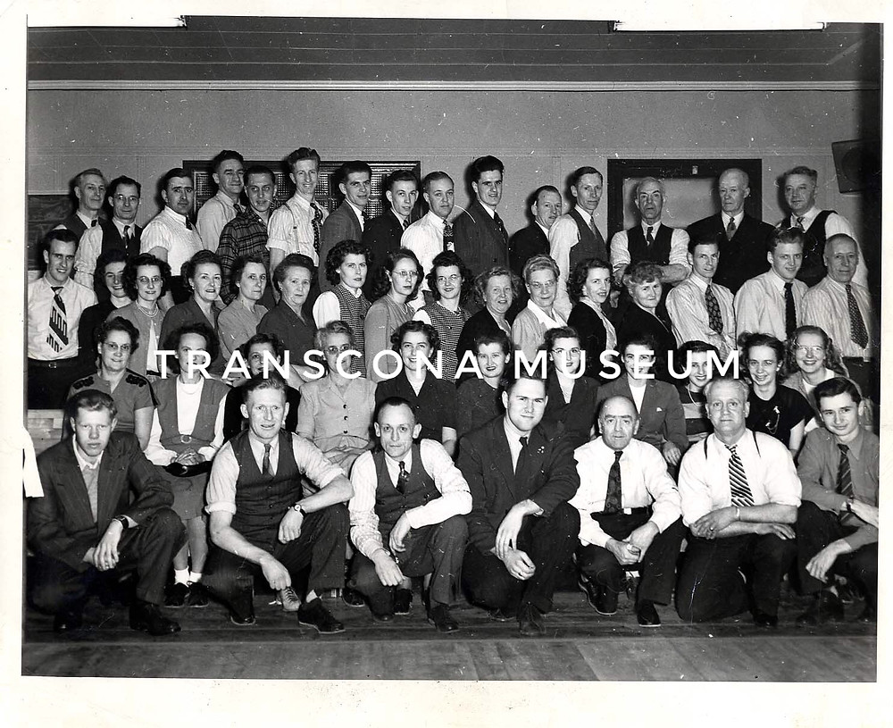 TM Archives, TH97.42.1 -group portrait, Oddfellows & Rebekahs Bowling League, 1948