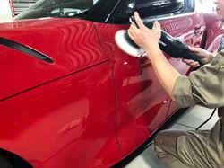 車の小傷が  目立つ場合は  磨き作業を