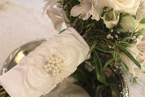Pearl Elegance Bouquet Holder