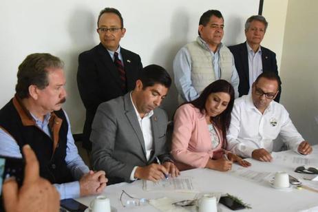 Firma de hermanamiento entre Ensenada y El Centro (California).