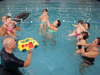 La natación enseña a los niños a ser más sociales