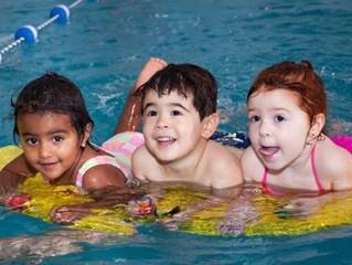 Las piscinas bajo techo son la mejor elección para las clases de natación