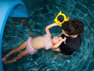 La habilidad de flotar es importante para los nuevos nadadores