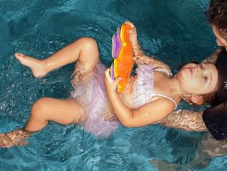 La importancia de clases de natación para niños con necesidades especiales