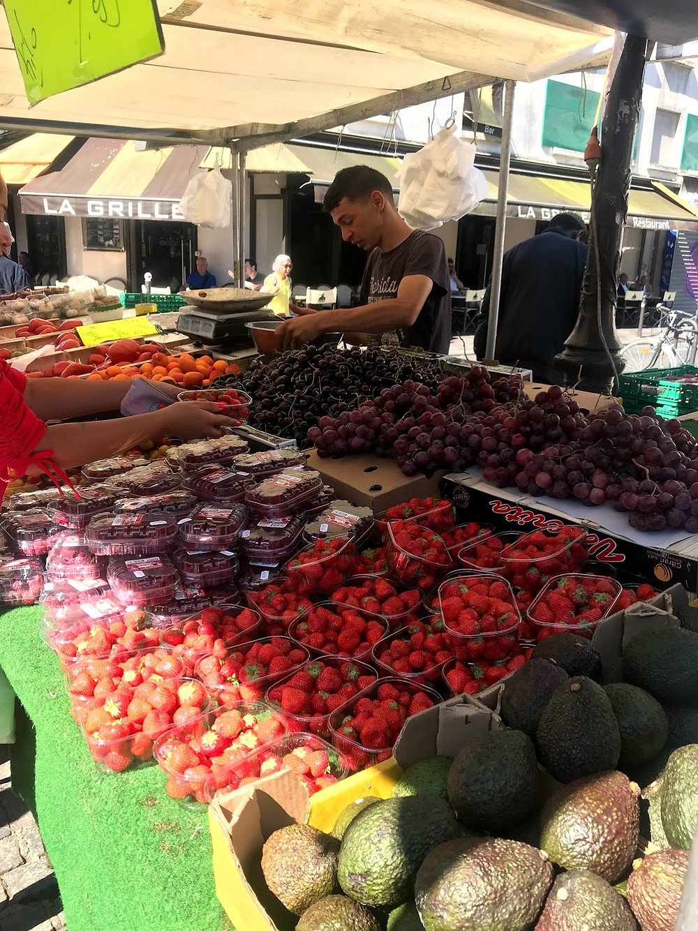 Morning market in Paris.