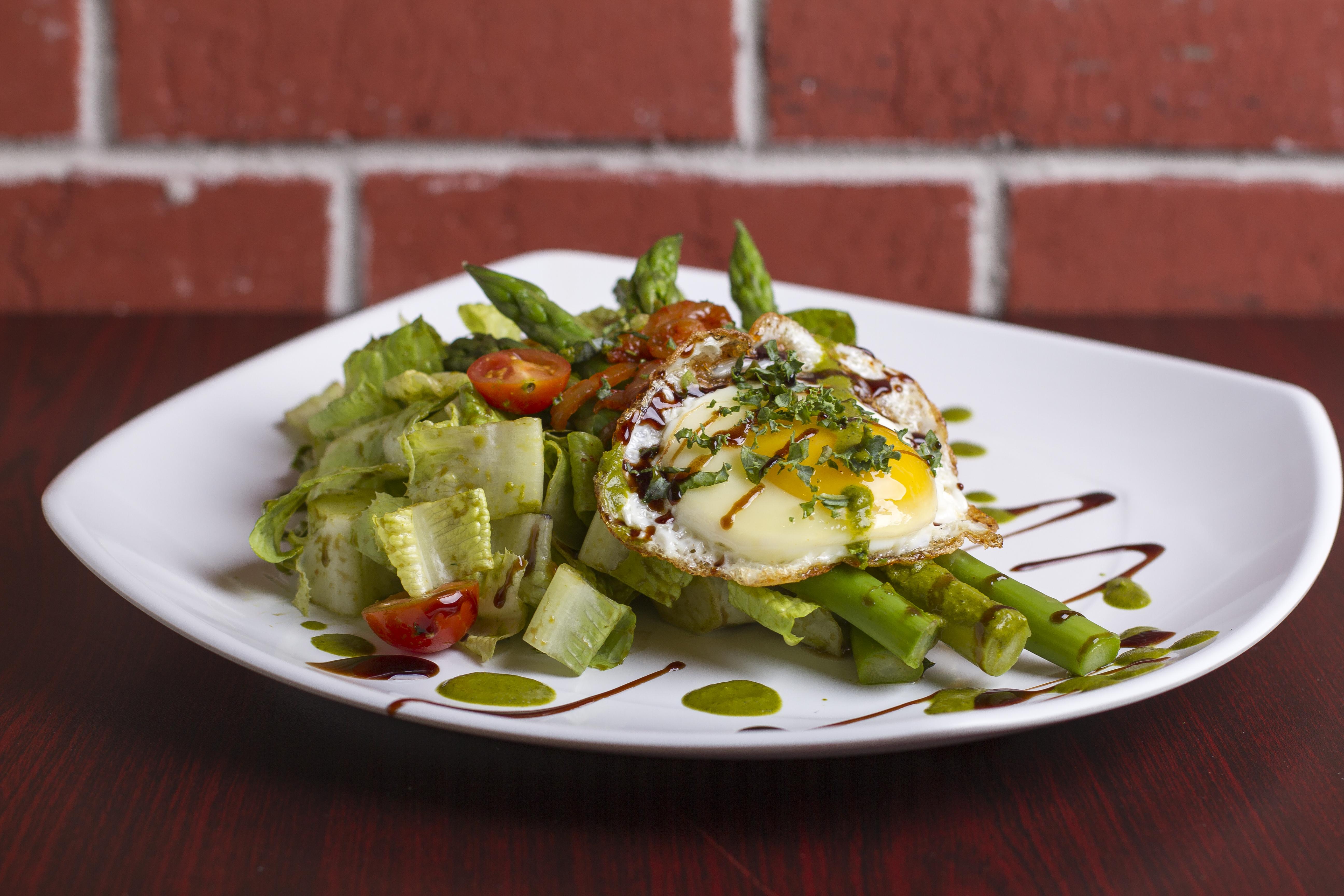 Egg-Sparagus Salad