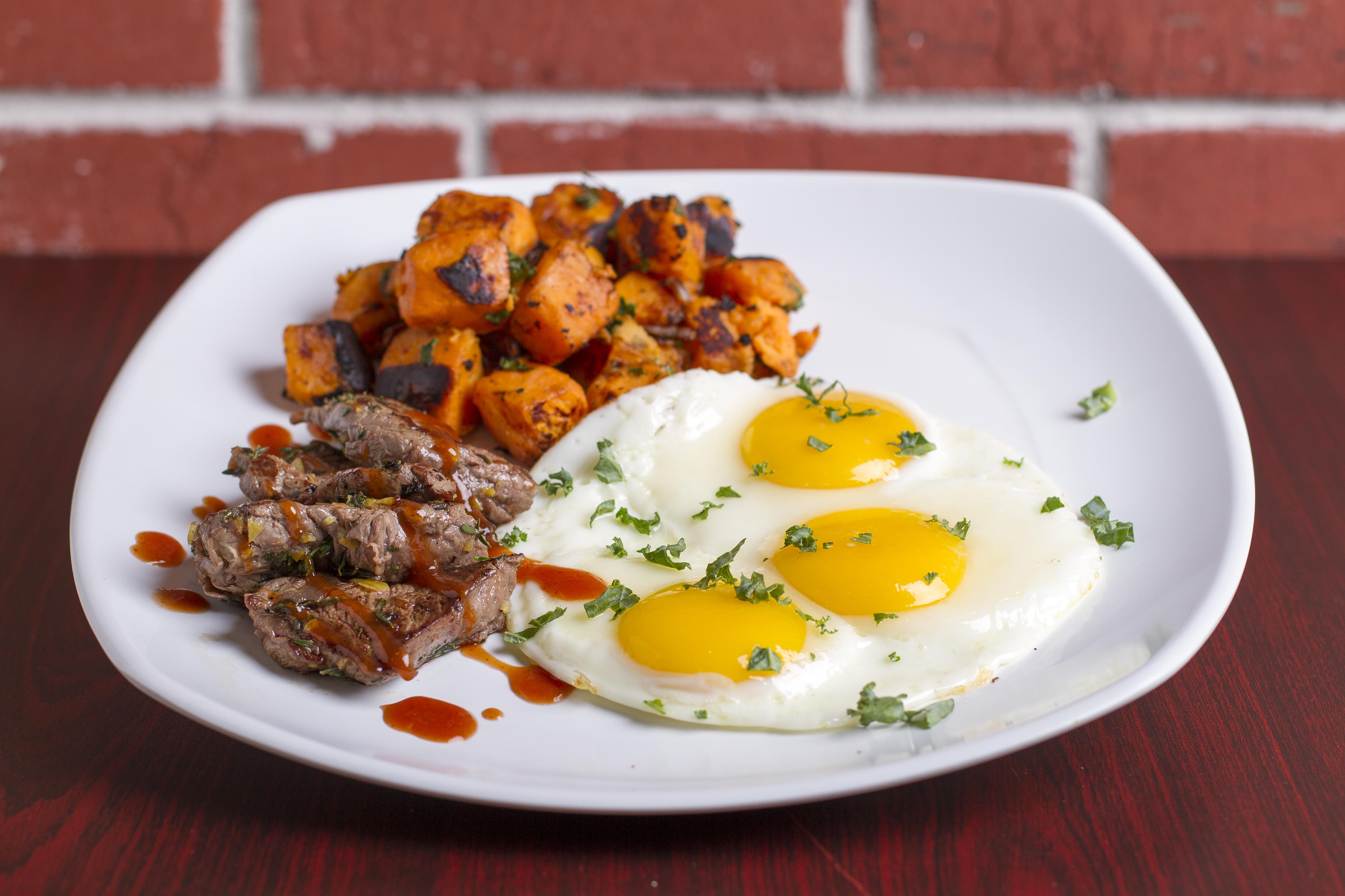 Filet & Eggs