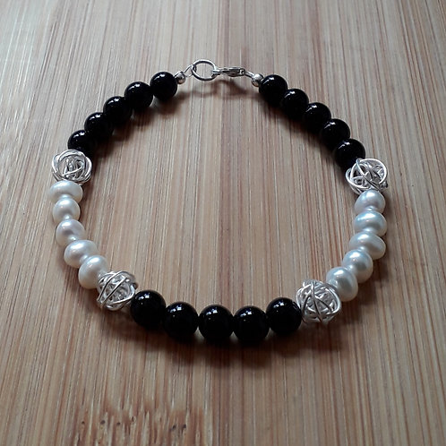 Onyx pearl bracelet