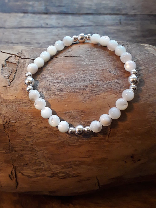 Mother of pearl 6mm/ silver beads bracelet elasticated