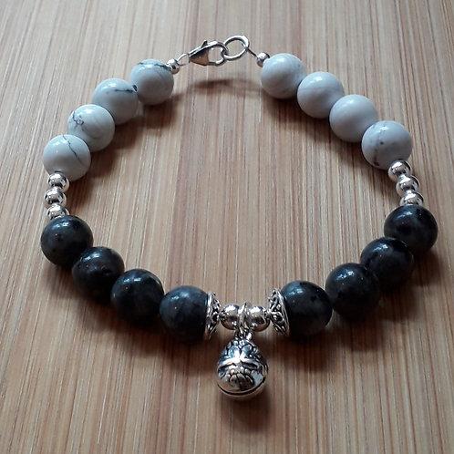 Labradorite/howlite bracelet