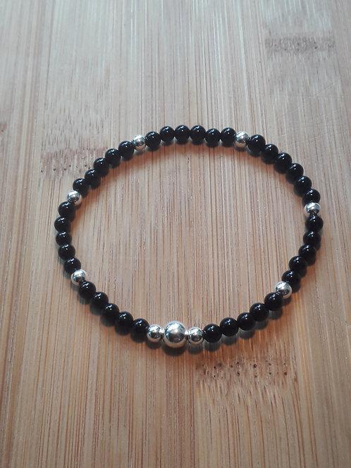 Onyx/ silver beads bracelet elasticated