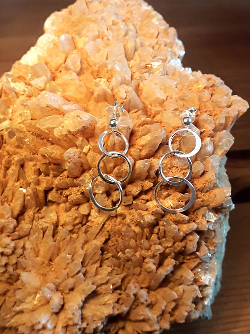 St.silver ear-studs with 3 link circle ring